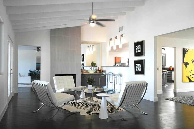 Modern Living Room by House & Homes Palm Springs Home Staging