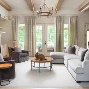 Inspiration för mellanstora lantliga allrum med öppen planlösning, med beige väggar, mellanmörkt trägolv, en standard öppen spis, en väggmonterad TV, brunt golv, ett finrum och en spiselkrans i trä