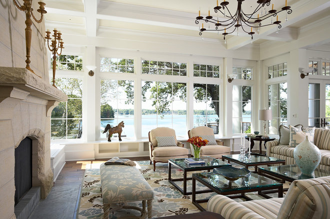 Traditional Living Room by TEA2 Architects