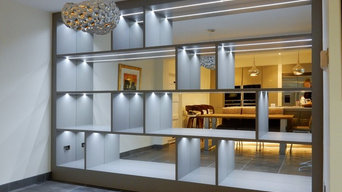 Mirrored wall Unit