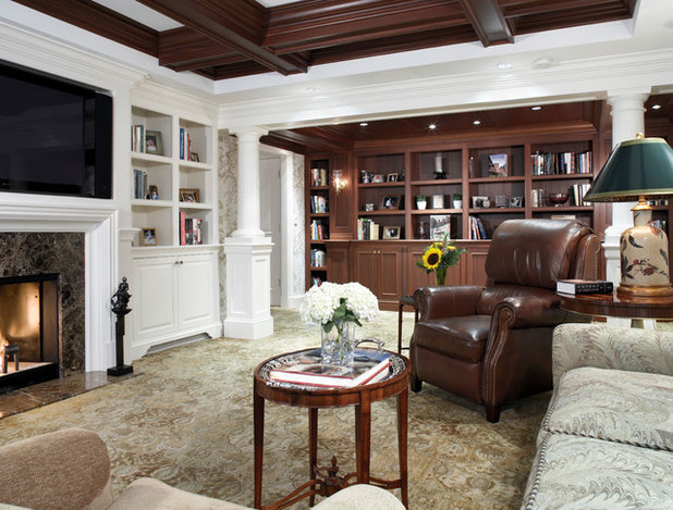 Traditional Living Room by 1 plus 1 design