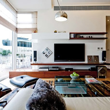 Contemporary Living Room by Ample DESIGN