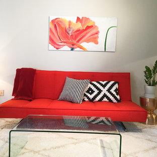 Ejemplo de salón cerrado, minimalista, pequeño, con paredes grises, suelo vinílico, estufa de leña, marco de chimenea de madera y suelo multicolor