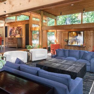 Diseño de salón abierto, moderno, grande, con suelo de ladrillo, suelo negro, estufa de leña y marco de chimenea de ladrillo