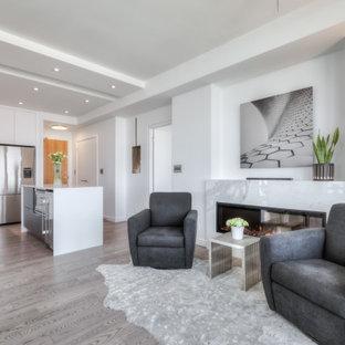 Réalisation d'un petit salon minimaliste ouvert avec un mur blanc, un sol en bois brun, cheminée suspendue, un manteau de cheminée en pierre, un sol gris et un plafond à caissons.