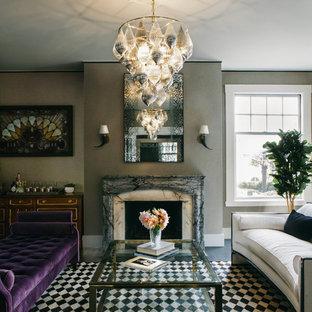 Esempio di un soggiorno tradizionale di medie dimensioni e chiuso con sala formale, pareti beige, parquet scuro, camino classico, cornice del camino in pietra, nessuna TV e pavimento nero