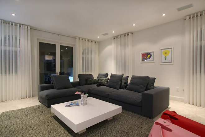 Contemporary Living Room by CLAUDIA LUJAN