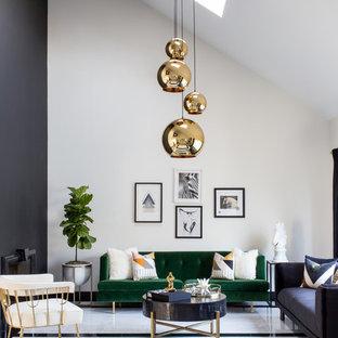 Cette image montre un salon design avec une salle de réception, un mur blanc, un sol multicolore et un sol en marbre.