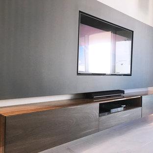 Foto di un piccolo soggiorno minimalista stile loft con pareti grigie, pavimento in marmo, parete attrezzata e pavimento bianco