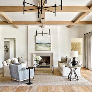 Foto de salón para visitas abierto y casetón, tradicional renovado, grande, sin televisor, con paredes blancas, suelo de madera clara, chimenea tradicional, marco de chimenea de yeso y suelo beige