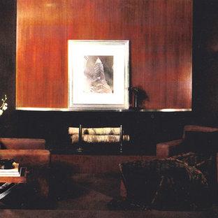 ニューヨークの中サイズのトラディショナルスタイルのおしゃれなリビングロフト (ライブラリー、茶色い壁、カーペット敷き、吊り下げ式暖炉、木材の暖炉まわり、内蔵型テレビ) の写真