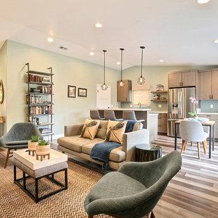 他の地域の広いトランジショナルスタイルのおしゃれなLDK (緑の壁、竹フローリング、グレーの床、フォーマル、暖炉なし、壁掛け型テレビ) の写真
