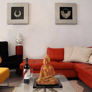 Idee per un soggiorno minimalista di medie dimensioni e stile loft con sala formale, pareti bianche, pavimento in legno verniciato, nessun camino e nessuna TV