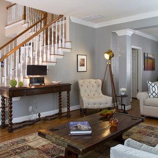 Foto di un soggiorno classico con pareti grigie