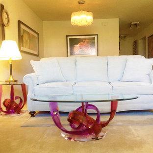 ラスベガスの中くらいのモダンスタイルのおしゃれなLDK (フォーマル、白い壁、カーペット敷き、両方向型暖炉、レンガの暖炉まわり、据え置き型テレビ) の写真