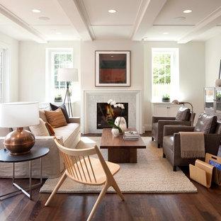 Immagine di un soggiorno moderno con camino classico e nessuna TV