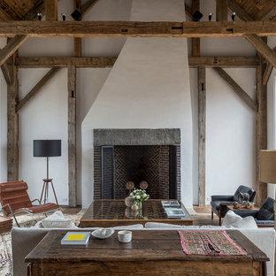 Idee per un grande soggiorno classico aperto con pareti bianche, pavimento in legno massello medio, camino classico, cornice del camino in mattoni e nessuna TV