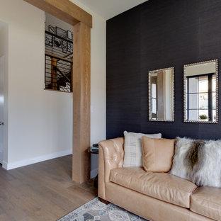Mittelgroßes, Fernseherloses Landhausstil Musikzimmer ohne Kamin mit schwarzer Wandfarbe und hellem Holzboden in Salt Lake City