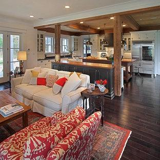 リッチモンドのトラディショナルスタイルのリビング・居間の画像 (濃色無垢フローリング、LDK、茶色い床)