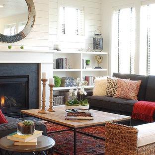 Imagen de salón abierto, de estilo de casa de campo, pequeño, con paredes blancas y chimenea tradicional