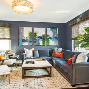 ニューヨークの広いトランジショナルスタイルのおしゃれなリビング (青い壁、濃色無垢フローリング、茶色い床) の写真