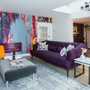 Ispirazione per un soggiorno bohémian con pareti bianche, parquet chiaro e pavimento beige