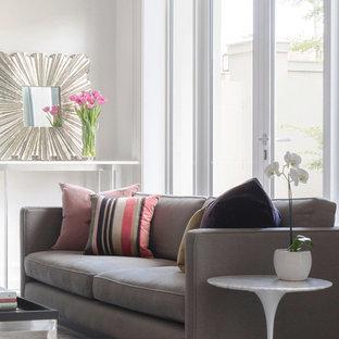 メルボルンの巨大なコンテンポラリースタイルのおしゃれなLDK (フォーマル、白い壁、カーペット敷き、標準型暖炉、漆喰の暖炉まわり、内蔵型テレビ、ピンクの床) の写真