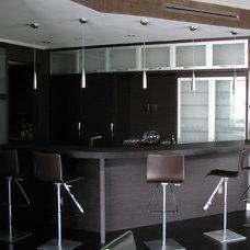 Contemporary Living Room by Erik Thompson - Quatro Lighting Designs