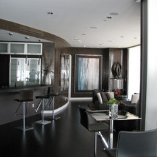 Contemporary Living Room by Erik Thompson - Quatro Lighting Designs