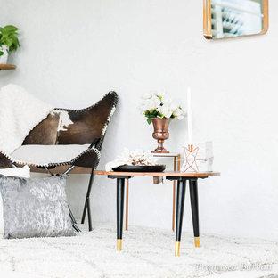 マイアミの小さい北欧スタイルのおしゃれなリビングロフト (ライブラリー、白い壁、コンクリートの床、暖炉なし、テレビなし、白い床) の写真