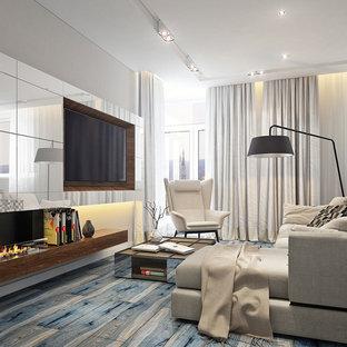 Ispirazione per un grande soggiorno moderno aperto con libreria, pareti beige, pavimento in legno verniciato, nessun camino, TV a parete e pavimento blu