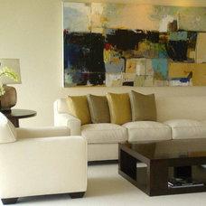 Modern Living Room by Innerspace Interior Design LLC