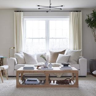 Foto de salón abierto, moderno, pequeño, con paredes blancas, suelo de madera clara, pared multimedia y suelo marrón