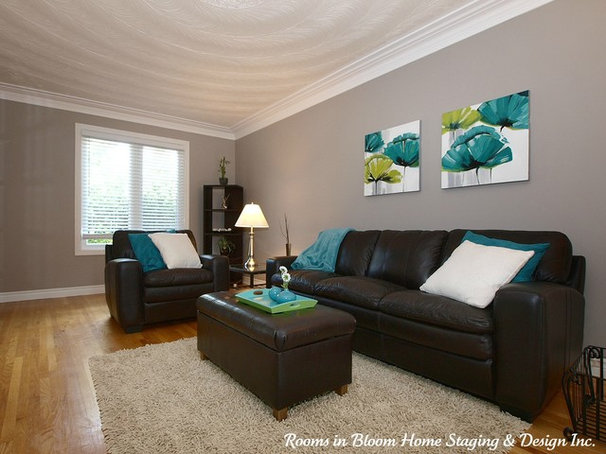 Living Room by Rooms in Bloom Home Staging & Design Inc.