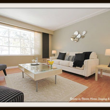 Modern Living Room by Rooms in Bloom Home Staging & Design Inc.