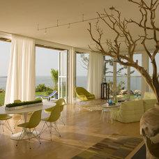Modern Family Room by Arbonies King Vlock