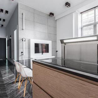 Foto di un soggiorno industriale di medie dimensioni e stile loft con angolo bar, pareti bianche, pavimento in gres porcellanato, parete attrezzata e pavimento arancione