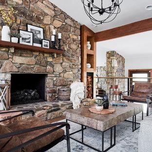 Foto de salón abierto, rural, grande, con paredes blancas, suelo de madera en tonos medios, chimenea tradicional, marco de chimenea de piedra y suelo marrón