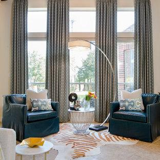 Ejemplo de salón abierto, minimalista, de tamaño medio, con paredes beige, suelo de travertino, chimenea tradicional y marco de chimenea de baldosas y/o azulejos