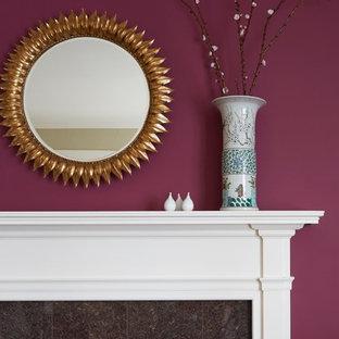 シカゴの中サイズのトランジショナルスタイルのおしゃれなLDK (紫の壁、カーペット敷き、標準型暖炉、石材の暖炉まわり、埋込式メディアウォール) の写真