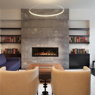 ワシントンD.C.の中サイズのコンテンポラリースタイルのおしゃれなLDK (標準型暖炉、石材の暖炉まわり、白い壁、濃色無垢フローリング、黒い床) の写真