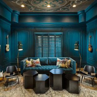 フェニックスの中サイズのエクレクティックスタイルのおしゃれな独立型リビング (ミュージックルーム、青い壁、淡色無垢フローリング、ベージュの床) の写真