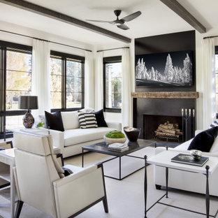 Inspiration för mycket stora rustika vardagsrum, med ett finrum, vita väggar, en standard öppen spis, en fristående TV och brunt golv