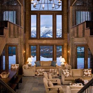 Idées déco pour un très grand salon montagne ouvert avec un sol en ardoise, une salle de réception et un sol multicolore.