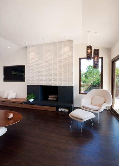 Midcentury Living Room by Jennifer Weiss Architecture