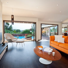 Midcentury Family Room by Jennifer Weiss Architecture