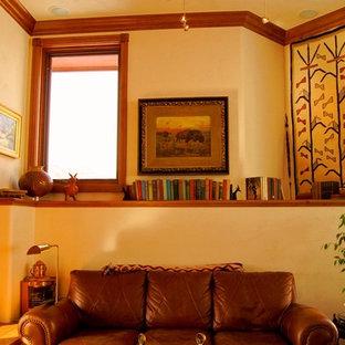 アルバカーキの中サイズのコンテンポラリースタイルのおしゃれなLDK (ライブラリー、白い壁、濃色無垢フローリング、横長型暖炉、タイルの暖炉まわり、壁掛け型テレビ) の写真