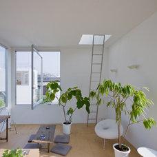 Contemporary Living Room Moriyama House