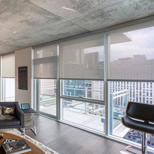 サンディエゴの大きいコンテンポラリースタイルのおしゃれなLDK (フォーマル、白い壁、ライムストーンの床、暖炉なし、テレビなし、白い床) の写真
