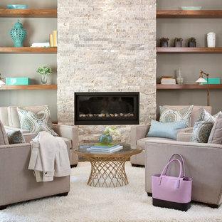 Foto de salón para visitas cerrado, tradicional renovado, de tamaño medio, con paredes grises, suelo vinílico, chimenea tradicional y marco de chimenea de piedra